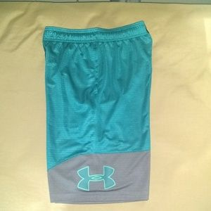 Under Armour basketball shorts sz Large